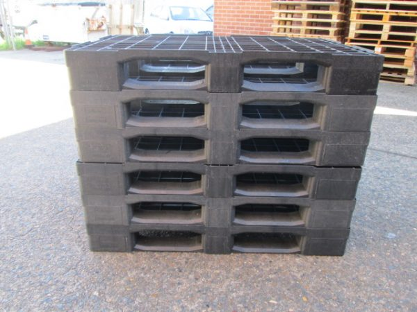 Warehouse-Supplies - Plastic-Pallets-Euro-Stack